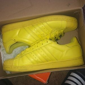Yellow shell toes